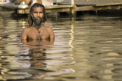 Počas sviatku kumbh melá sa do gangy ponorí 70 miliónov hinduistov